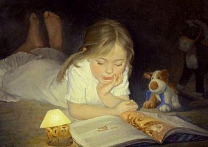 Yüzüstü uzanıp kitap okuyan küçük kız ve yanında oyuncağı, resim sanatı iş başında...