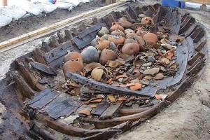 Marmaray kazılarında İstanbul'un bilinen tarihini binlerce yıl daha eskiye götüren tarihi eserler bulundu.
