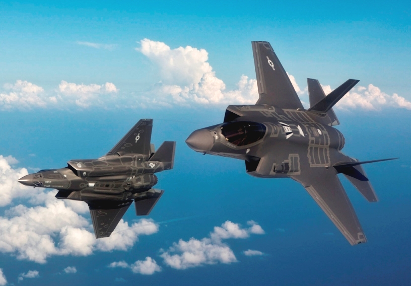 F-35 uçaklar, dünya savunmasının gözbebeği oldu. Güçlü özelliklerie sahip bu savaş uçağına sahip olmak için ülkeler sıraya girdi.