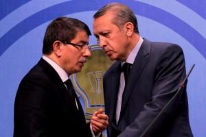 erdoğan ve davutoğlu ikilisi siyasette cumhurbaşkanı ve başbakan olarak yerlerini aldı