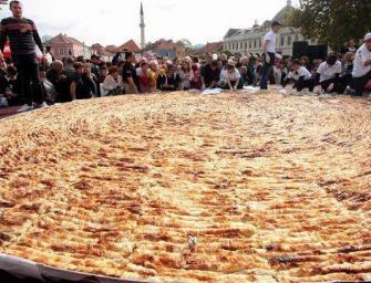 Dünyanın en büyük böreği bu ülkede yapıldı