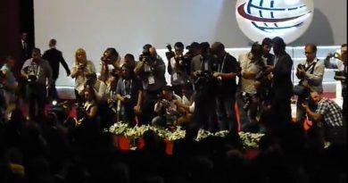 Cumhurbaşkanı Gül, kizdiran saniyeler, basın ordusu, iş başında, Herkes aynı anda, flaşları patlatınca