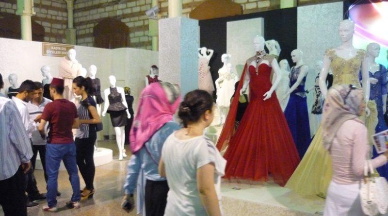 ismek sergisinde sergilenen giyim ürünleri, görenlere yeni bir marka doğuyor dedirtiyor.