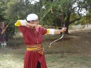 okculuk-yarisleri-katibim-festivali-2014-gozluklu-okcu-genc-2